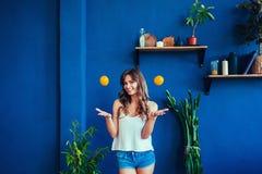 Naranjas del witg de la mujer Fotografía de archivo