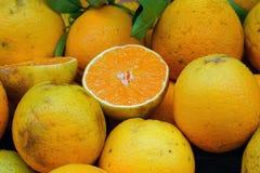 Naranjas en el mercado foto de archivo