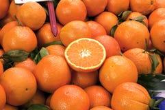 Naranjas en el mercado Fotos de archivo libres de regalías