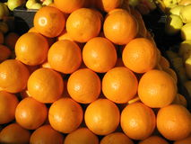 Naranjas en el mercado de los granjeros Fotografía de archivo libre de regalías
