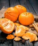 Naranjas en el vector de madera Fotografía de archivo