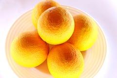 Naranjas en tazón de fuente Imagenes de archivo