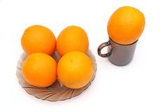 Naranjas en tazón de fuente Fotografía de archivo