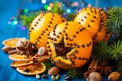 Naranjas, especias y nueces de la Navidad Fotos de archivo