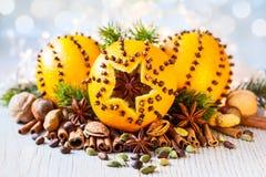 Naranjas, especias y nueces de la Navidad Fotos de archivo libres de regalías
