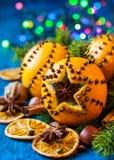 Naranjas, especias y nueces de la Navidad Fotografía de archivo libre de regalías