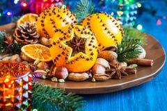 Naranjas, especias y nueces de la Navidad Imagenes de archivo