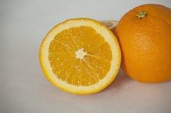 Naranjas frescas y jugosas imagenes de archivo
