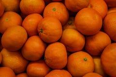 Naranjas jugosas frescas en mercado local de los granjeros fotografía de archivo