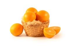 Naranjas puestas en una cesta Fotos de archivo libres de regalías
