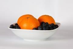 Naranjas y bayas Fotografía de archivo