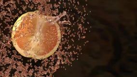 Naranjas y chapoteo del jugo almacen de metraje de vídeo