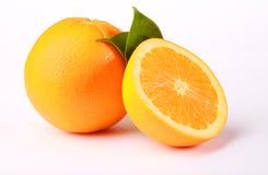 Naranjas y hojas Imágenes de archivo libres de regalías