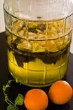Naranjas y jarabe hecho en casa de la menta imagen de archivo libre de regalías