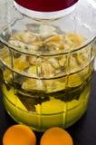 Naranjas y jarabe hecho en casa de la menta imagenes de archivo