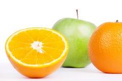 Naranjas y manzana verde Fotografía de archivo libre de regalías