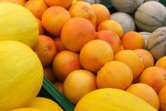 Naranjas y melones fotografía de archivo