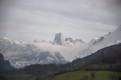 Naranjo de Bulnes eller Pico Urriellu i Cabrales de Asturias, nordliga Spanien i Picosen de Europa arkivbild