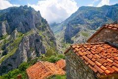 Naranjo de Bulnes maximum Urriellu i Picos de Europa fotografering för bildbyråer