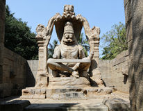 Narasinha (avatar av vishnuen) staty i Hampi arkivfoton