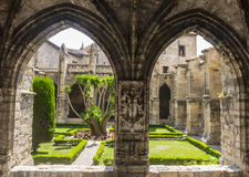 Narbonne, claustro da catedral Fotos de Stock Royalty Free