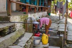 NARCHYANG, NEPAL 18 DE MARÇO: Povos 18 dos Himalayas, 2015 em Narchyan Fotografia de Stock