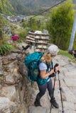 NARCHYANG, NEPAL 25 DE MARÇO: Povos 25 dos Himalayas, 2015 em Narchyan Fotografia de Stock Royalty Free