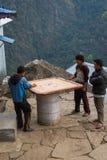 NARCHYANG, NEPAL 21. MÄRZ: Himalajaleute 21, 2015 in Narchyan Stockfoto