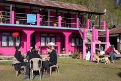 NARCHYANG, NEPAL-MARCH 21: Himalaje zaludniają 21, 2015 w Narchyan Obraz Stock
