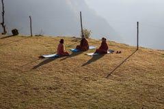 NARCHYANG, NEPAL-MARCH 21: Himalaje zaludniają 21, 2015 w Narchyan Fotografia Stock
