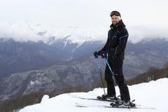 Narciarka na górze Aibga grani Zdjęcia Stock