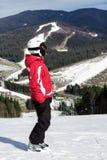 Narciarka stojaki na górze góry Obrazy Royalty Free