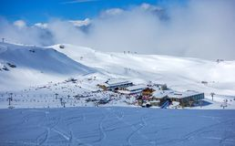 Narciarscy skłony Pradollano w sierra Nevada góry w Hiszpania fotografia stock