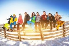 Narciarscy zima wakacji pojęcia grupy przyjaciele Fotografia Stock