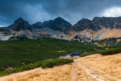 Narciarski dźwignięcie góry w jesieni Zdjęcia Royalty Free