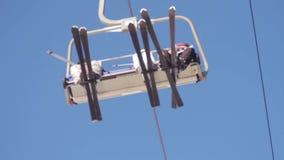 Narciarski dźwignięcie z ludźmi zdjęcie wideo
