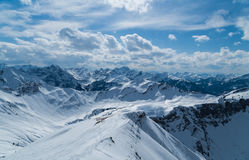 Narciarski krajoznawstwo ślad w pięknym pogodnym zima krajobrazie, Kleinwalsertal, Austria Zdjęcie Royalty Free