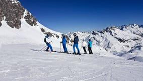 narciarski skłon śnieg, hełma chromu tło Obrazy Stock