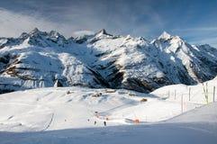 Narciarski skłon i szwajcarscy Alps obrazy royalty free