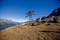 Narciarskie windy w górach w szwajcarach blisko Genewa, niebieskiego nieba, Eurone natury, kamieni i świeżego powietrza snowly, obrazy royalty free