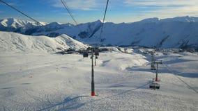 Narciarskiego dźwignięcia snowboard góra zbiory wideo