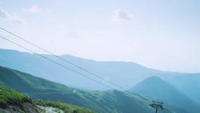 Narciarskiego dźwignięcia bieg puszek wzgórze zbiory wideo