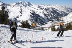 narciarskiej rasy czeka punkt obraz royalty free