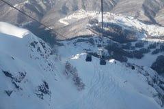 Narciarstwo, jazda na snowboardzie i zjazdowy narciarstwo w zimie, uciekamy się obraz stock
