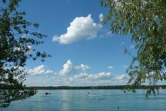 Narciarstwo w lecie na jeziorze Zdjęcie Stock
