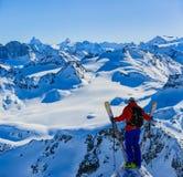 Narciarstwo z zadziwiającym widokiem szwajcarskie sławne góry w pięknej zimy Mt śnieżnym forcie Matterhorn Herens i wklęśnięcie d fotografia royalty free