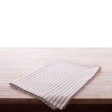 narcotize Servilleta del paño en la tabla de madera blanca aislada Perspectiva, maqueta fotos de archivo
