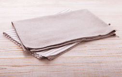 narcotize Servilleta del paño en la tabla de madera blanca Perspectiva, maqueta fotos de archivo