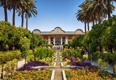 Narenjestan Qavam med den härliga trädgårds- och majestätiska paviljongen för perser i Shiraz City av Iran Royaltyfria Foton