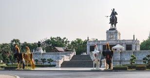 Naresuan,阿尤特拉利夫雷斯,泰国国王皇家雕象  图库摄影